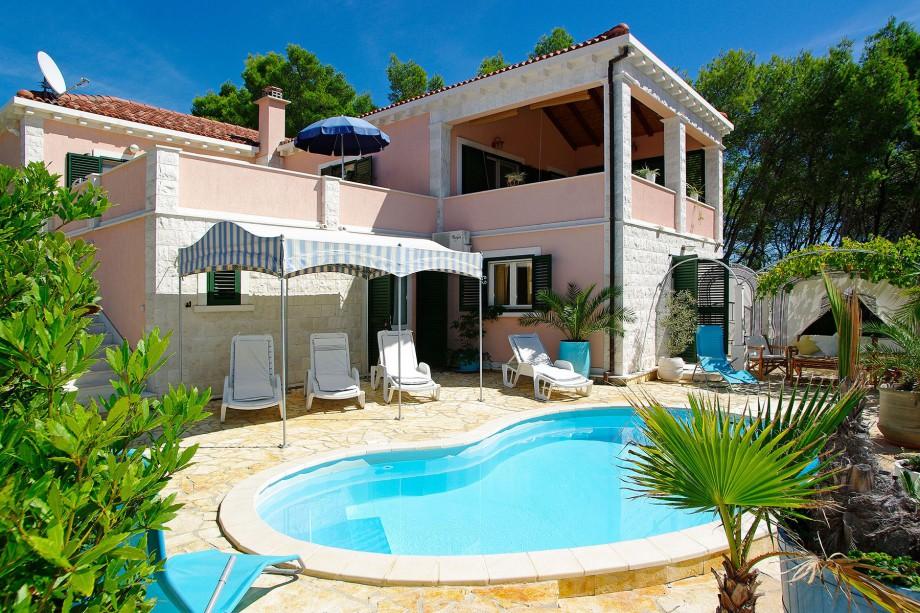 Villa with a pool on Korčula island
